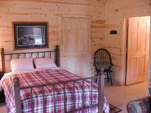 Great Place to stay Poncho's and Lefty's Hideout near Custer