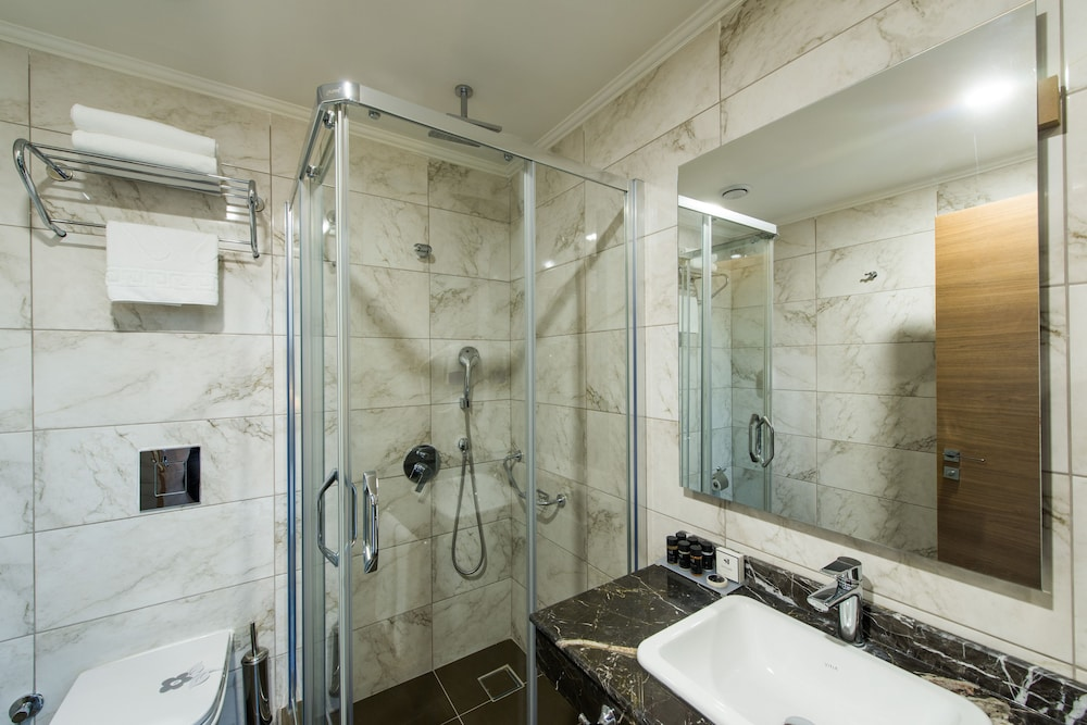 Bathroom, Inside Hotel Sisli
