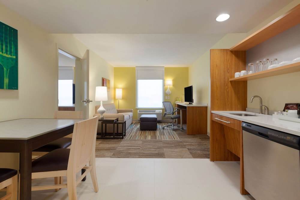 Room, Home2 Suites by Hilton Champaign/Urbana