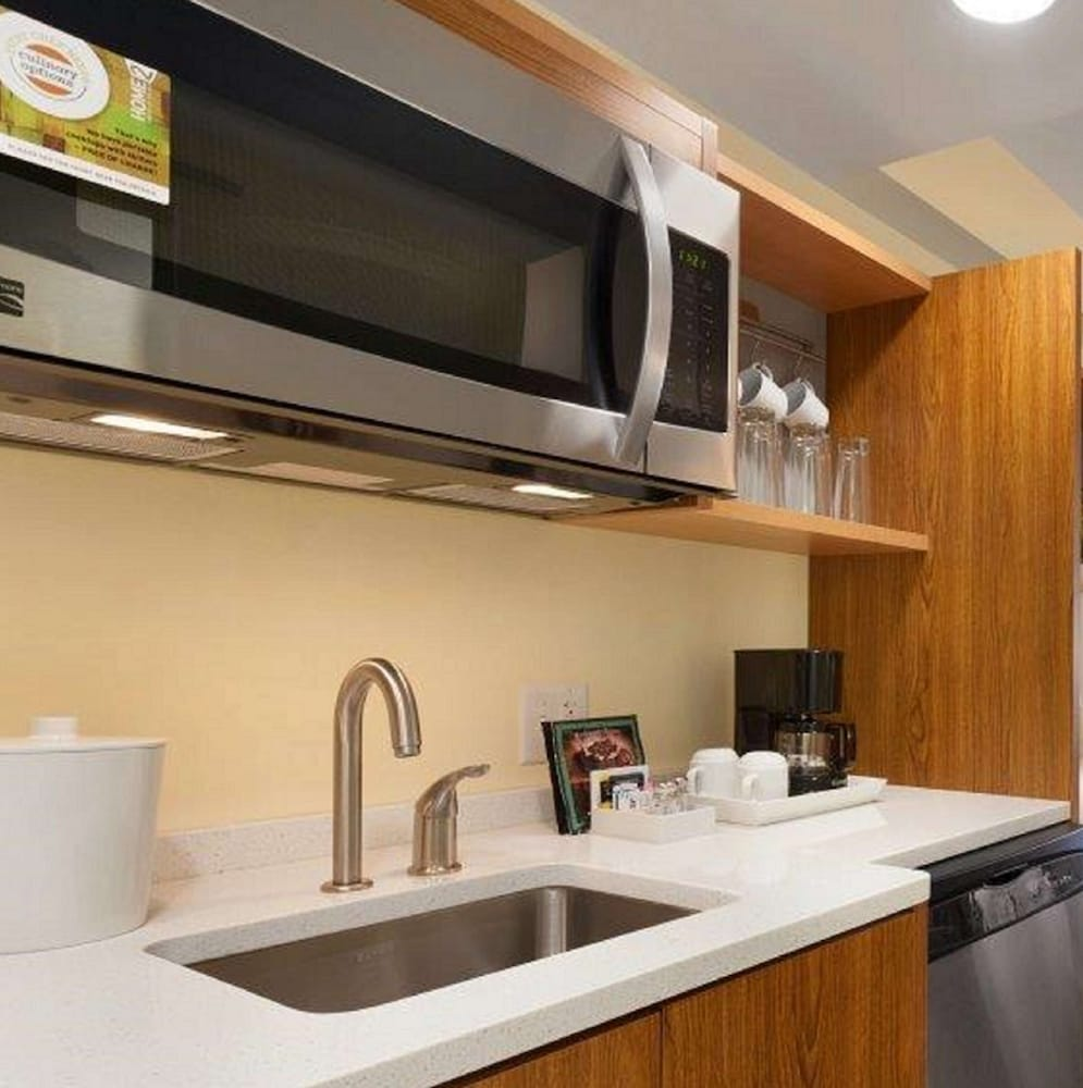 Private Kitchen, Home2 Suites by Hilton Champaign/Urbana