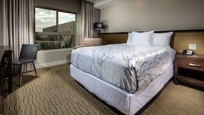 고급 침구, 필로우탑 침대, 객실 내 금고, 책상