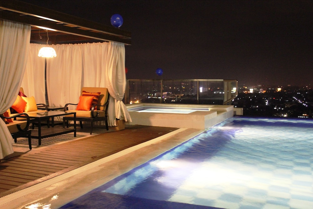 Rooftop Pool, Central Park Tower Resort