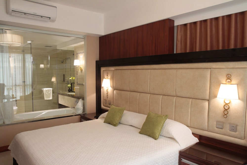 Room, Central Park Tower Resort