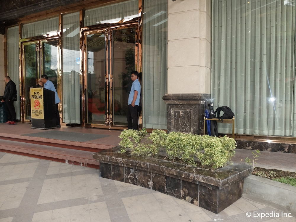 Property Entrance, Central Park Tower Resort