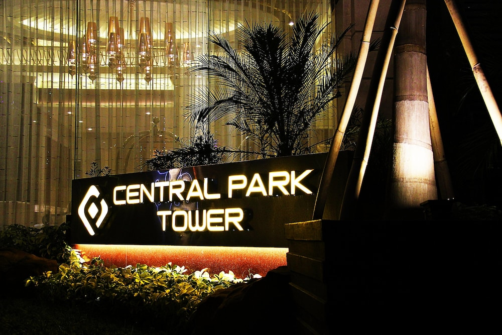 Front of Property - Evening/Night, Central Park Tower Resort