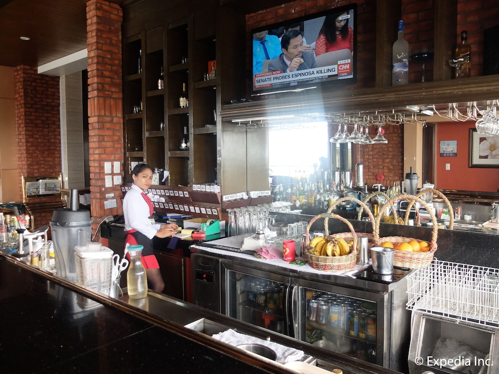Bar, Central Park Tower Resort