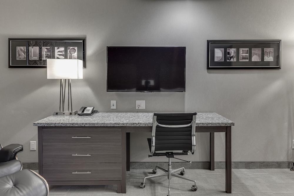 Room, Home Inn & Suites Saskatoon South