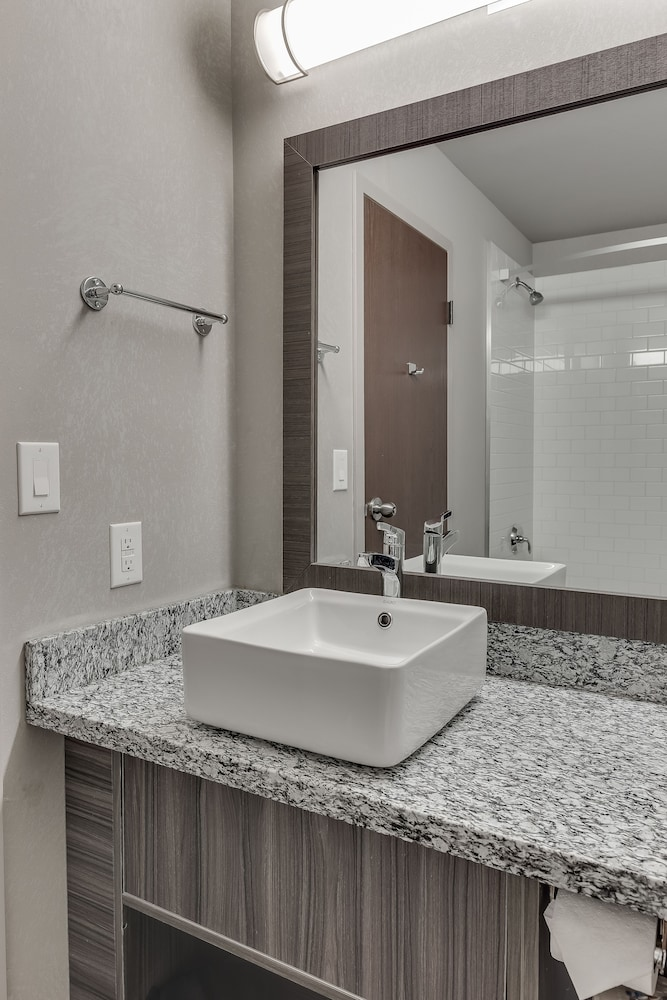 Bathroom, Home Inn & Suites Saskatoon South