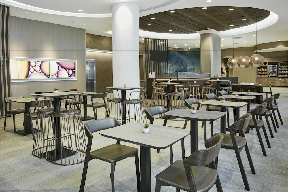 Restaurant, SpringHill Suites by Marriott Milwaukee Downtown