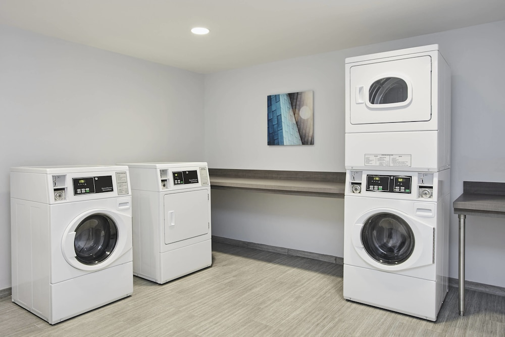 Laundry, SpringHill Suites by Marriott Milwaukee Downtown