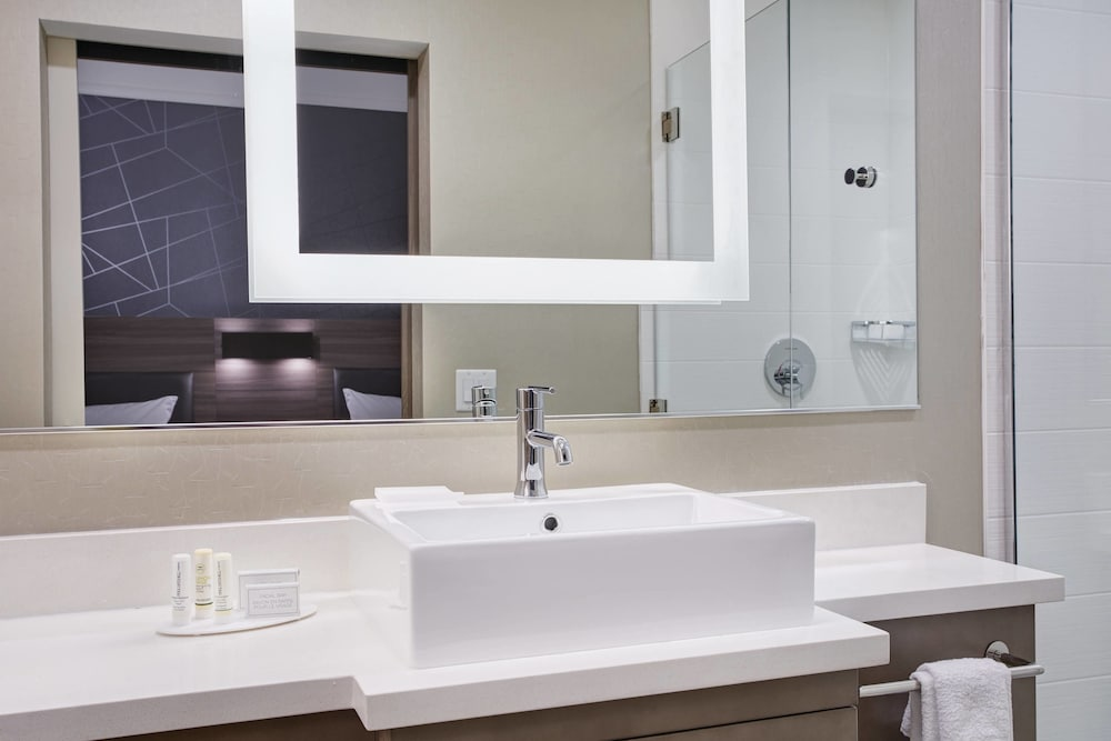 Bathroom, SpringHill Suites by Marriott Milwaukee Downtown