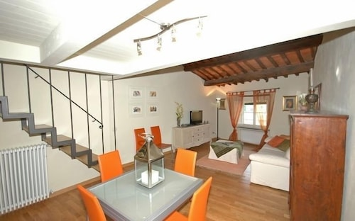 Anfiteatro deals reviews lucca italy wotif for Anfiteatro apartments