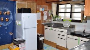 Full-sized fridge, microwave, coffee/tea maker, griddle