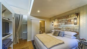 2 bedrooms, premium bedding, in-room safe, iron/ironing board