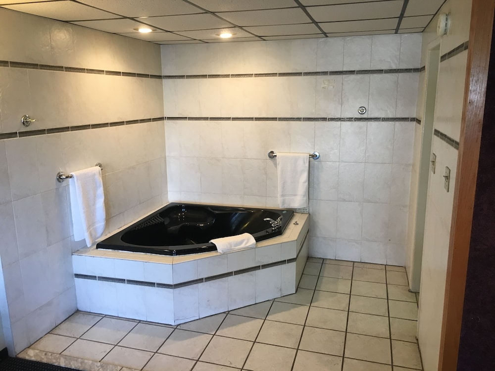 Jetted Tub, Midway Inn & Suites
