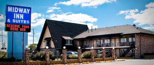 Great Place to stay Midway Inn & Suites near Oak Lawn