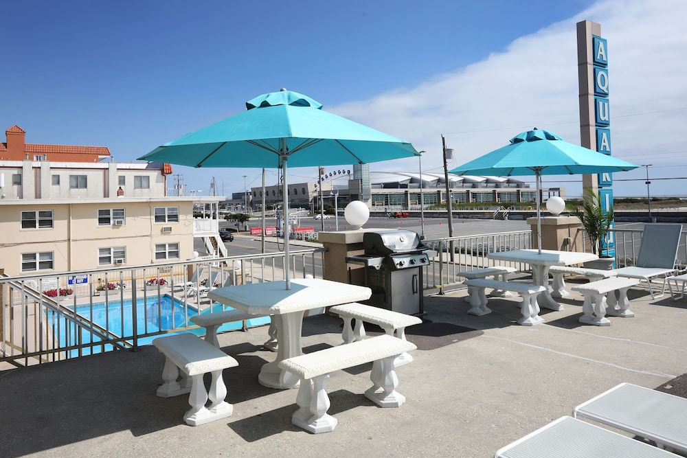 Sundeck, Aquarius Oceanfront Inn