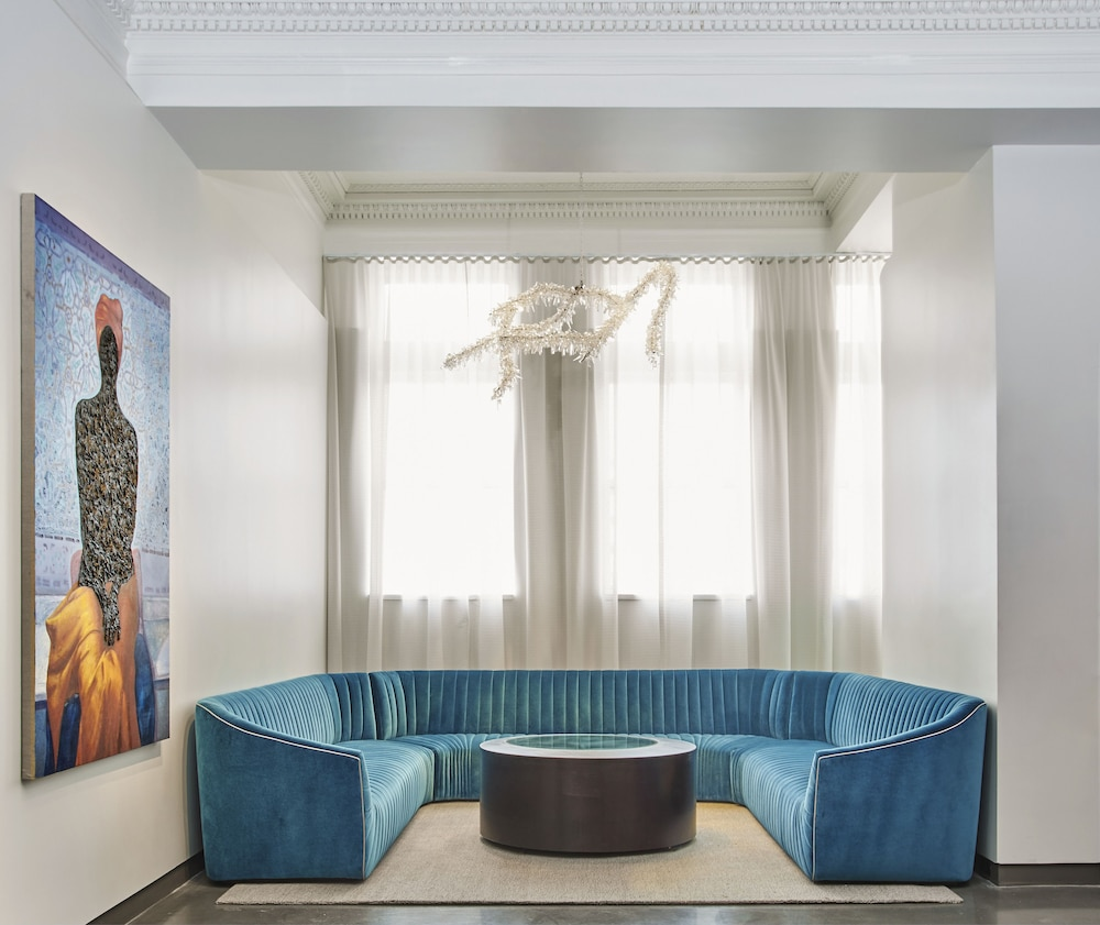 Lobby Sitting Area, 21c Museum Hotel Lexington - MGallery