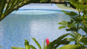 4 outdoor pools