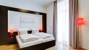 Hochwertige Bettwaren, Schreibtisch, schallisolierte Zimmer