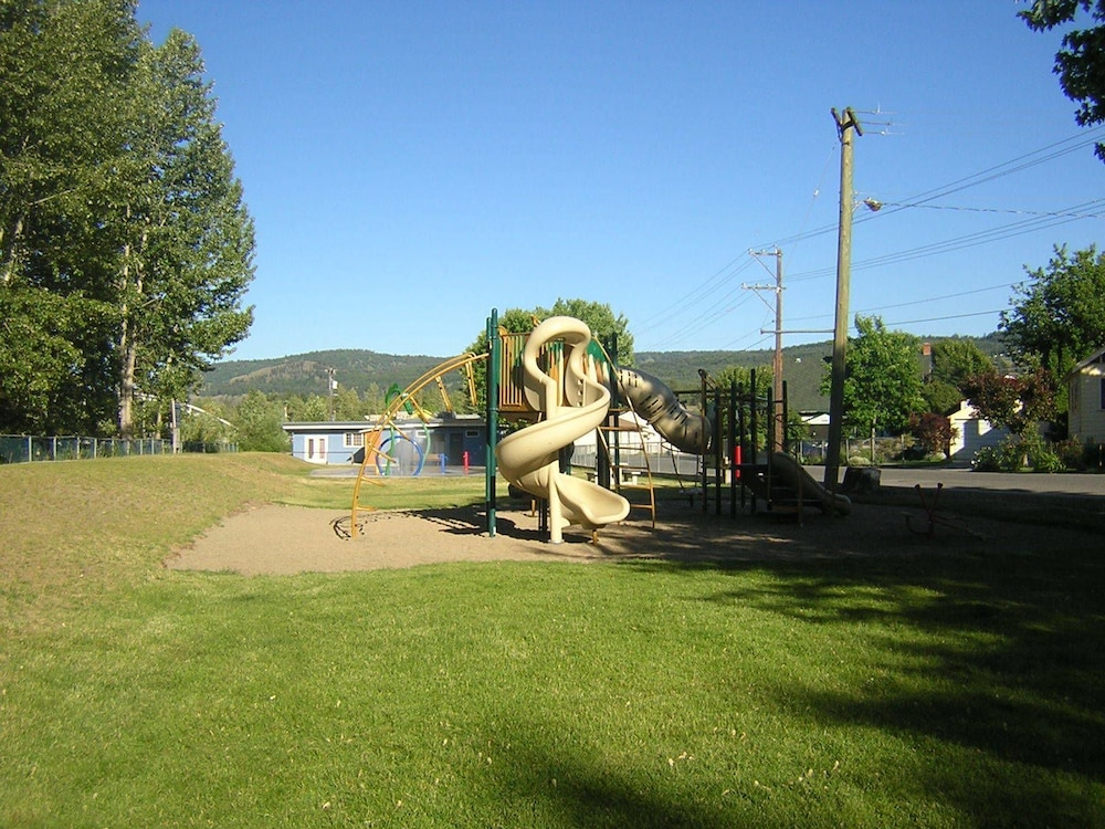 Children's Play Area - Outdoor, Riverside Cabins