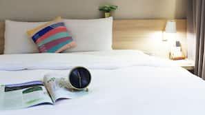 高級寢具、書桌、窗簾、免費 Wi-Fi