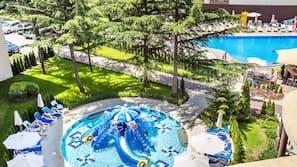 Seasonal outdoor pool, open 9 AM to 5 PM, pool umbrellas, pool loungers