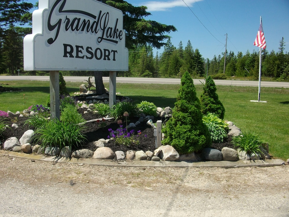 Front of Property, Grand Lake Resort