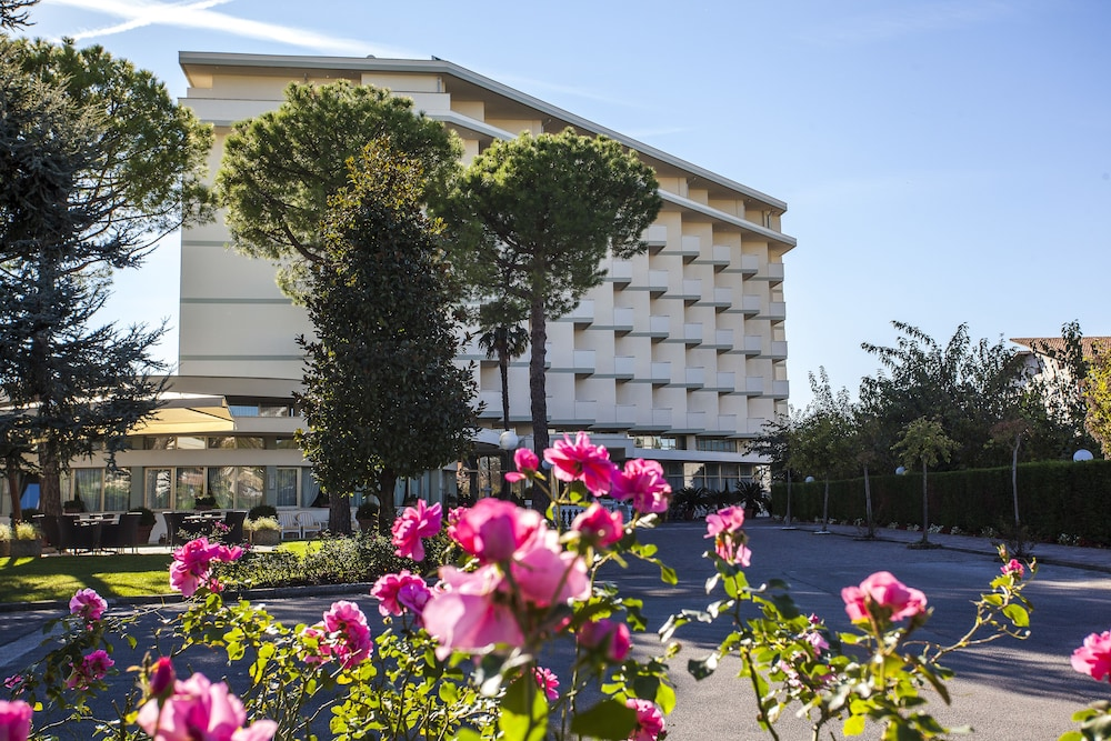 Abano verdi hotel terme reviews photos rates - Piscine columbus abano ...