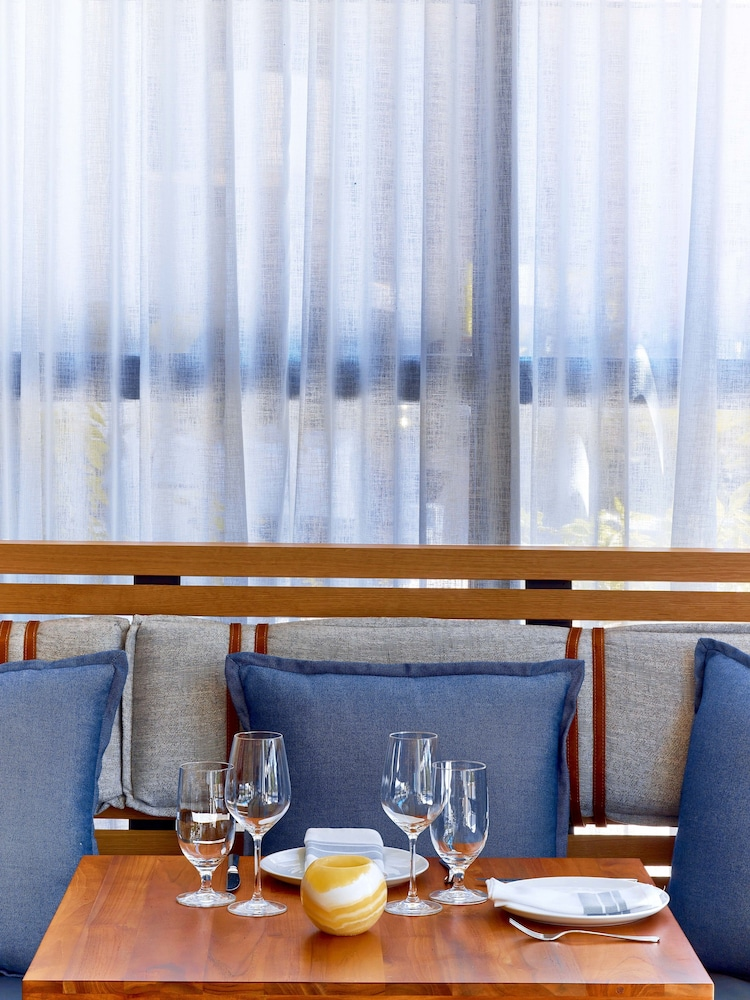 Family Dining, The Retreat Collection at 1 Hotel & Homes South Beach