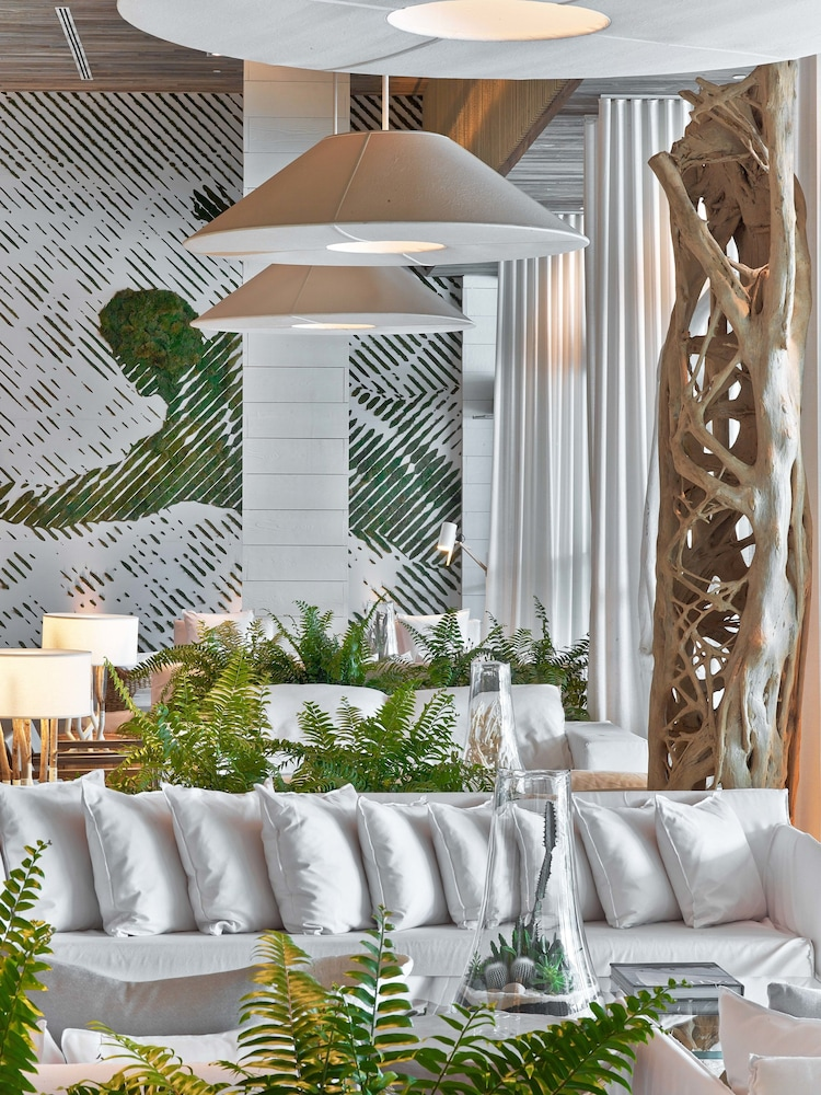 Lobby Lounge, The Retreat Collection at 1 Hotel & Homes South Beach