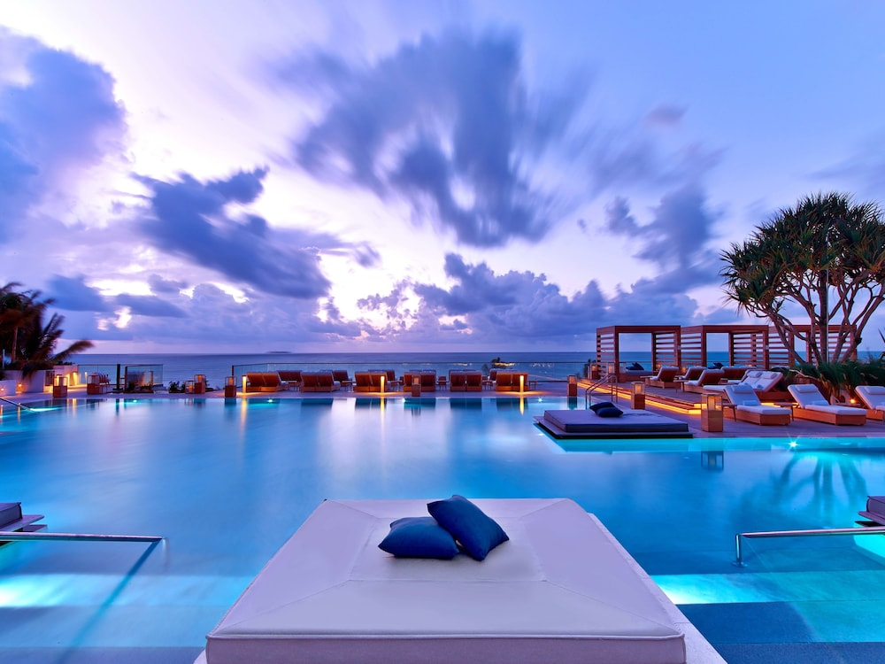 Infinity Pool, The Retreat Collection at 1 Hotel & Homes South Beach
