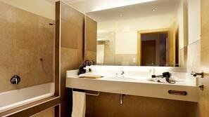 Haartrockner, Fußbodenheizung (Badezimmer), Handtücher, Seife