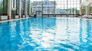 3 piscine coperte, cabine incluse nel prezzo, ombrelloni da piscina