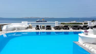 Flaskos Suites