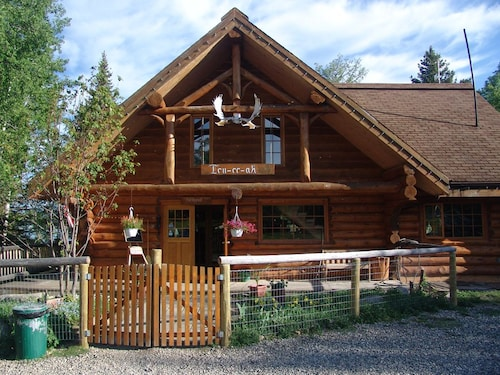 Great Place to stay Ten-ee-ah Lodge & Campground near Lac La Hache