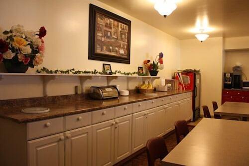 Book redwood motor inn brandon hotel deals for Brandon motor lodge brandon fl