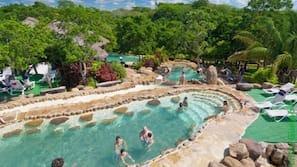 15 piscinas al aire libre, tumbonas