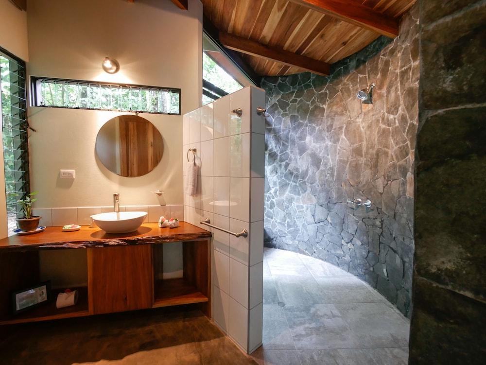 Casitas tenorio b b deals reviews bijagua costa rica - Casitas del bosque ...