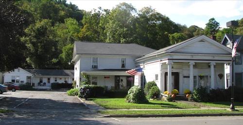 Great Place to stay The Colonial Inn & Motel near Watkins Glen