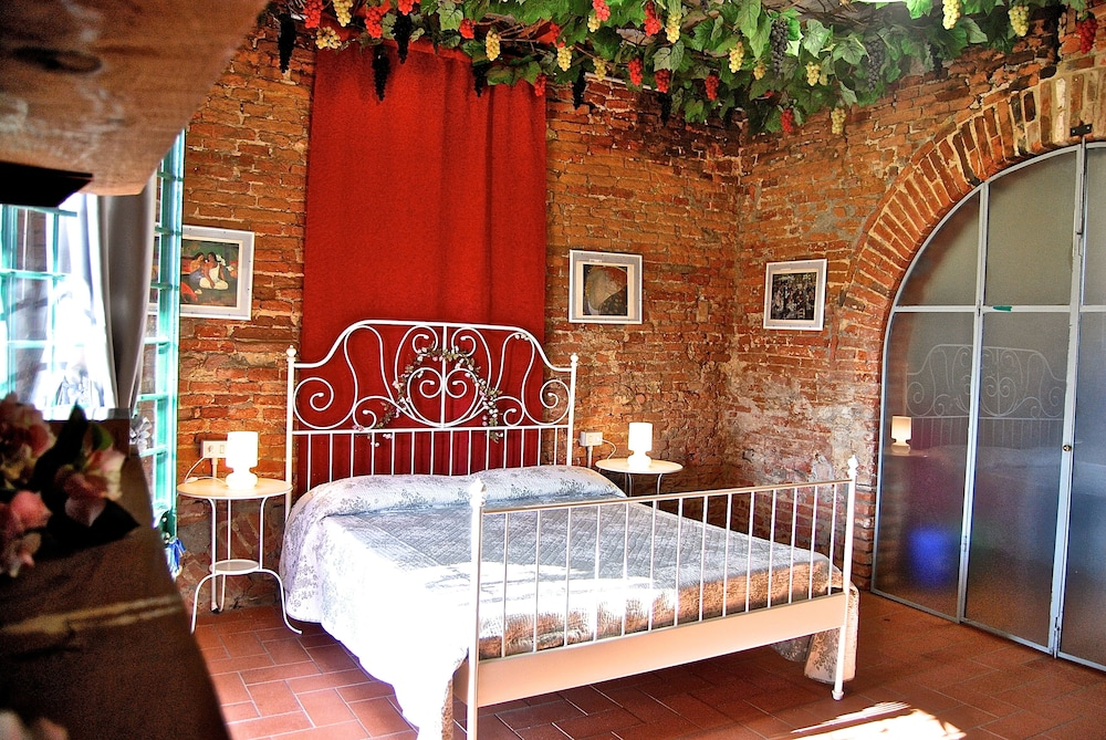 Fattoria Santa Lucia in Pontedera | Hotel Rates & Reviews on ...