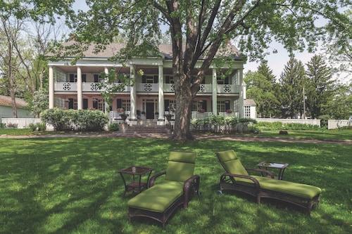 Great Place to stay Montrose Inn near Belleville
