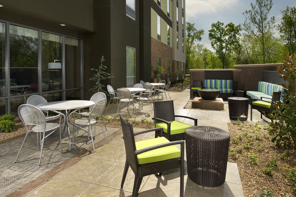 Terrace/Patio, Hampton Inn Louisville East/Hurstbourne