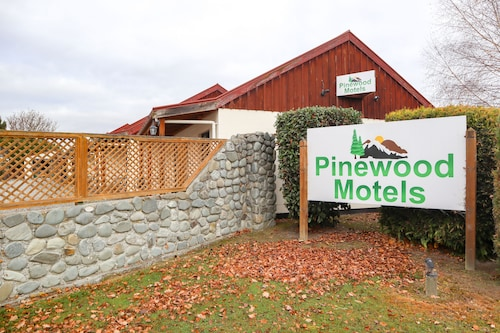 Pinewood Motels
