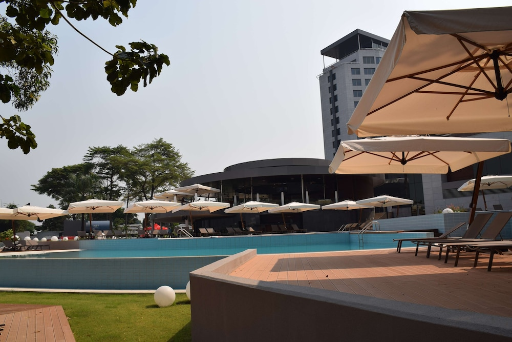 Outdoor Pool, Radisson Blu M'Bamou Palace Hotel