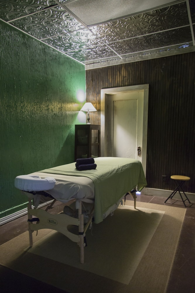 Massage, The Holland Hotel