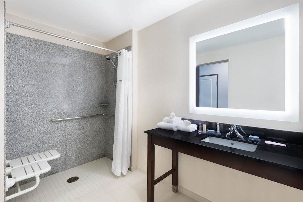 Bathroom, Wingate by Wyndham Sidney