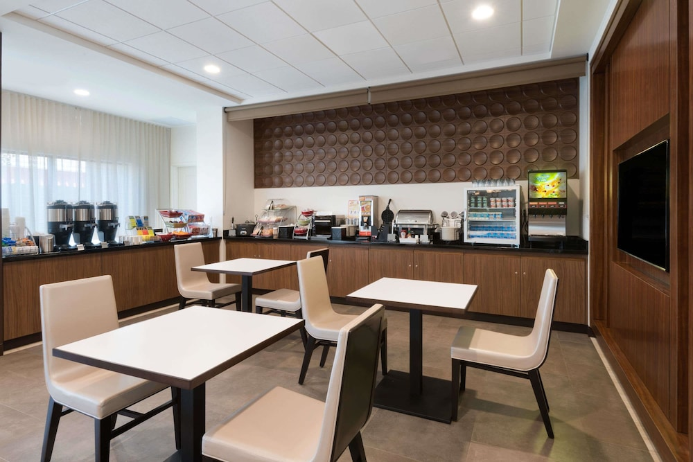 Breakfast Area, Wingate by Wyndham Sidney