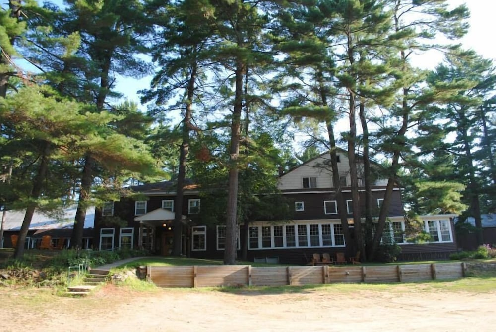 Property Grounds, Pine Lodge