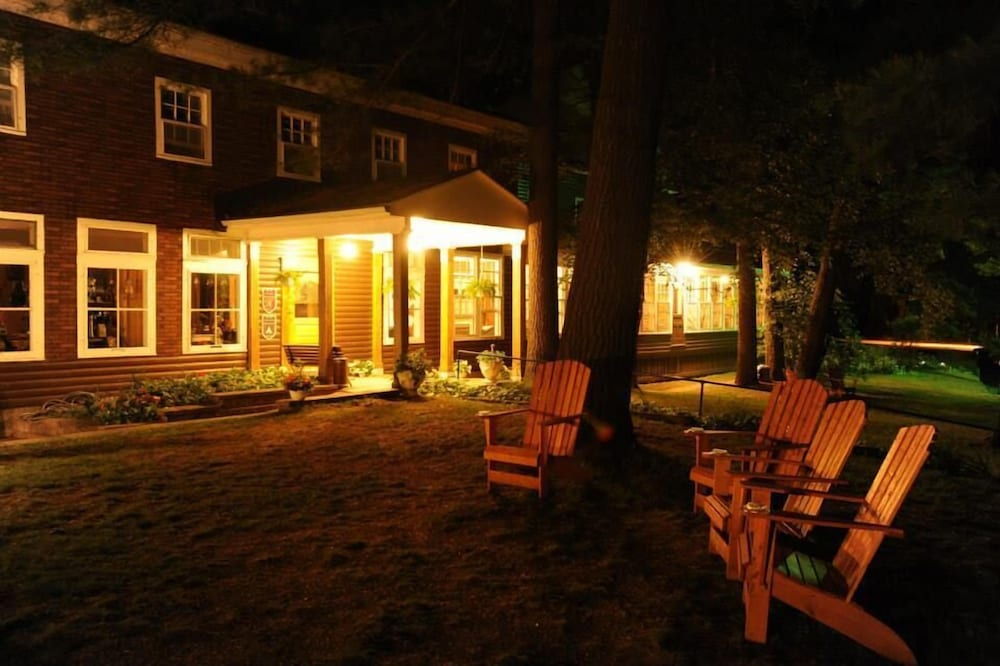 Front of Property - Evening/Night, Pine Lodge
